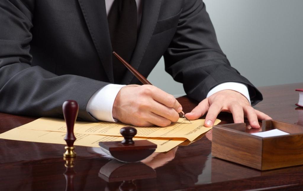 может адвокат по спорам со страховыми компаниями москва